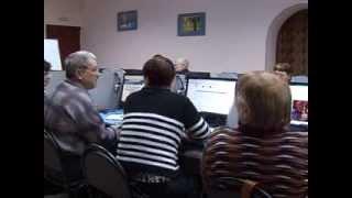 Пенсионеры изучают азы работы на компьютере