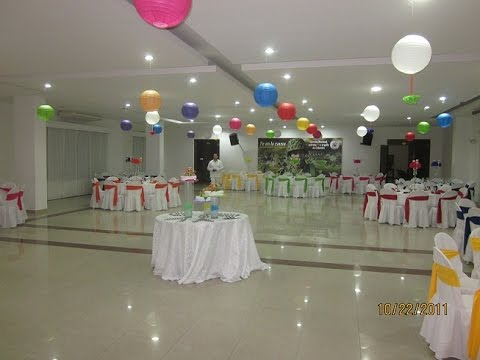 Como decorar salon con globos youtube for Arreglos de salon con globos
