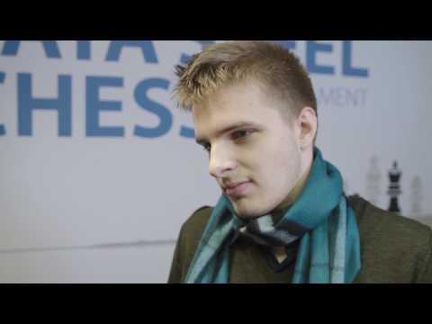 Richard Rapport defeats World Chess Champion Magnus Carlsen - Tata Steel Chess 2017