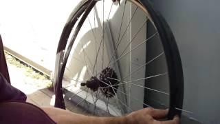 Как найти прокол и заклеить камеру велосипеда Старт Шоссе. How to find the puncture.(Подробно как снять колесо, разбортовать шину велосипедную, найти прокол, заклеить камеру и забортовать..., 2016-08-16T04:34:03.000Z)