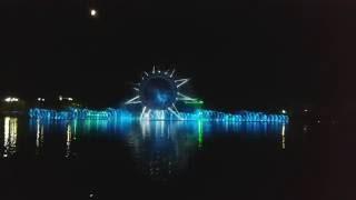 Красивый шоу на реке Ишим Астана 2016, поющий фонтан