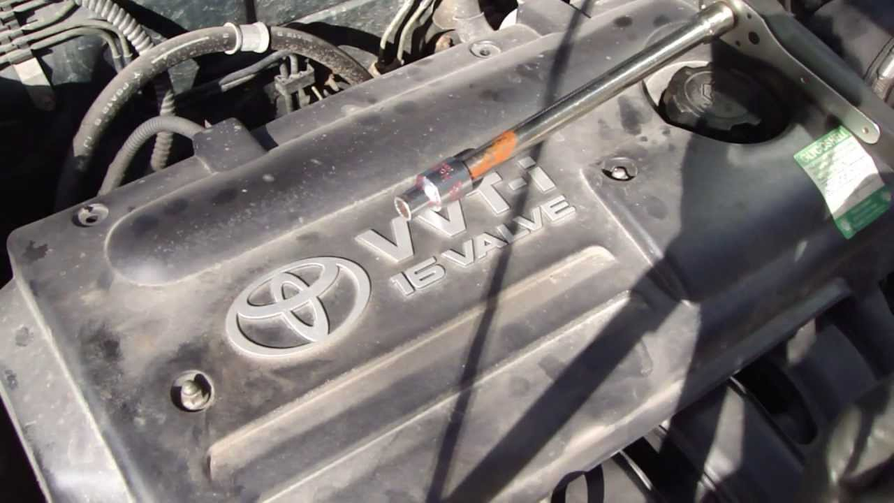 Replacing Spark Plugs on my 1998 Toyota Corolla G6R - YouTube