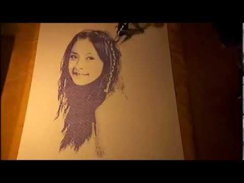 Robot vẽ chân dung Chipu như thật của hai bạn trẻ Việt Nam