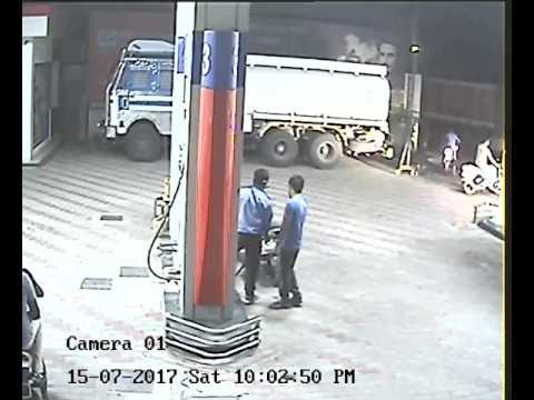 Live Robbery Of Cash Form Petrol Pump In Ludhiana | Watch Video