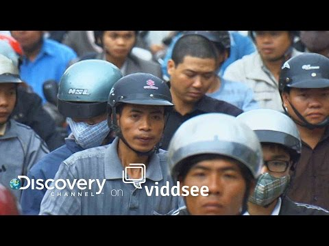 Jam Busters - Inside The Dangerous Efforts To Temper Jam-Packed Vietnam // Discovery on Viddsee