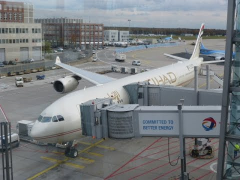 Etihad Airways / Abu Dhabi - Frankfurt / Coral Economy Class / Airbus A340-500 / NOV 2015