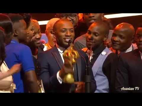 Dumi Mkokstad ULWANDLE awarded song of the Year!!🏆🎊 🎉