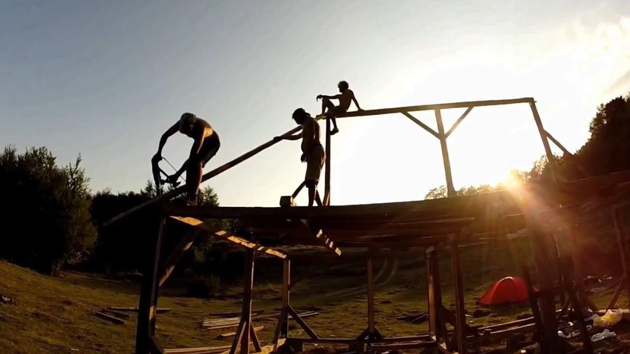 Constructia platoului de filmare al Caprei cu trei iezi