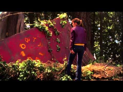 Smallville - Clark Meets Kara First Time