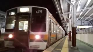 213系普通駒ケ根行岡谷駅発車