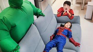 히어로 VS 초록맨 서은이의 초록맨 대 히어로 놀이 스파이더맨 아이언맨 Hero VS Green Man Seoeun Story