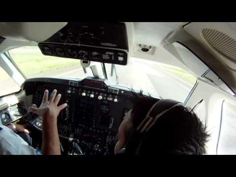Beechcraft King Air Cockpit Landing MHTG