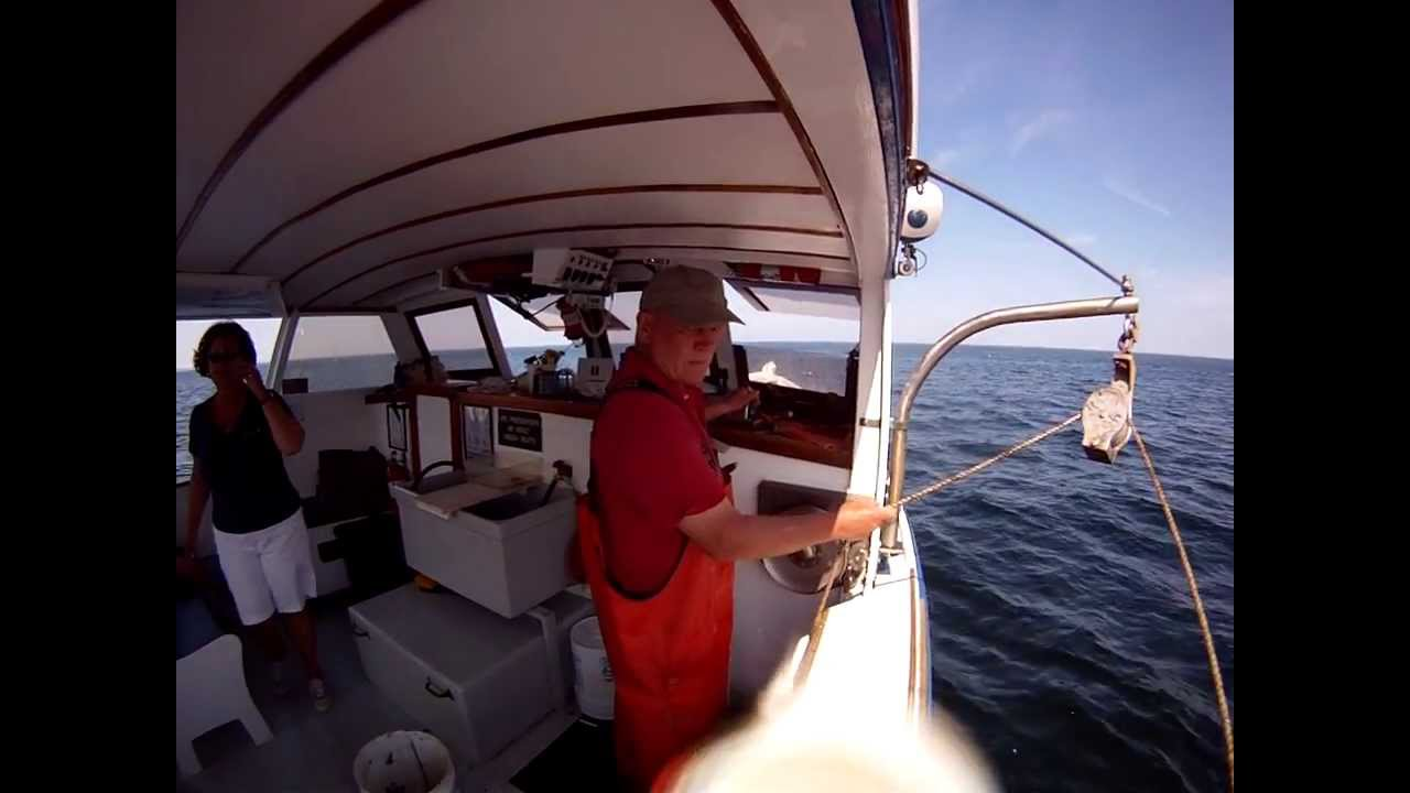 Trap Haul UNDERWATER VIEW!! Finestkind Lobster Boat Tours ...