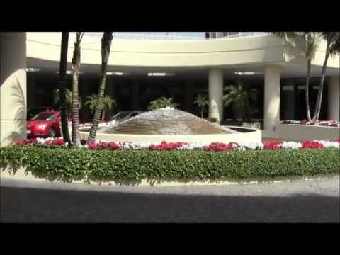 Hotel Checks: The Beverly Hilton FULL Room and Hotel Tour
