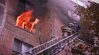 Страшный Пожар в Макеевке - Люди Выпрыгивали из Окон!