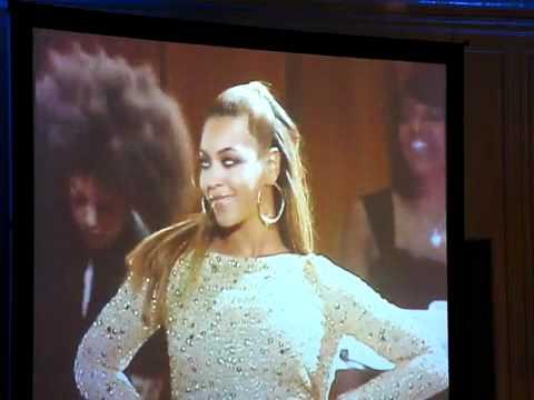Beyoncé  sings At last Crazy in love and Single Ladies