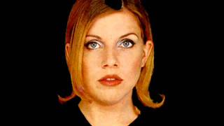 """Tanya Donelly, """"Mary Magdalene In The Great Sky"""" (live)"""