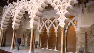 El patio de la Aljafería en Zaragoza