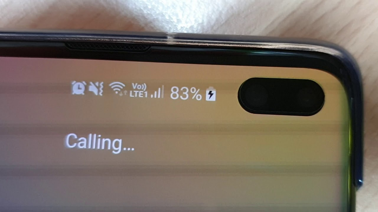 That blinking light on the Galaxy S10 is a feature, not a bug