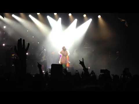 Kesha - Praying (Live in Chicago)