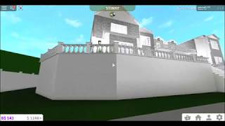 Giving a House tour of my biggest house :OO roblox bloxburg