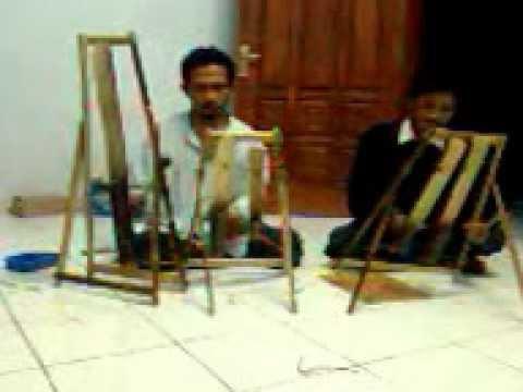 instrumen musik Reog Ponorogo tempo dulu.