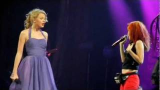 "Taylor Swift and Hayley Williams of Paramore sing ""That"