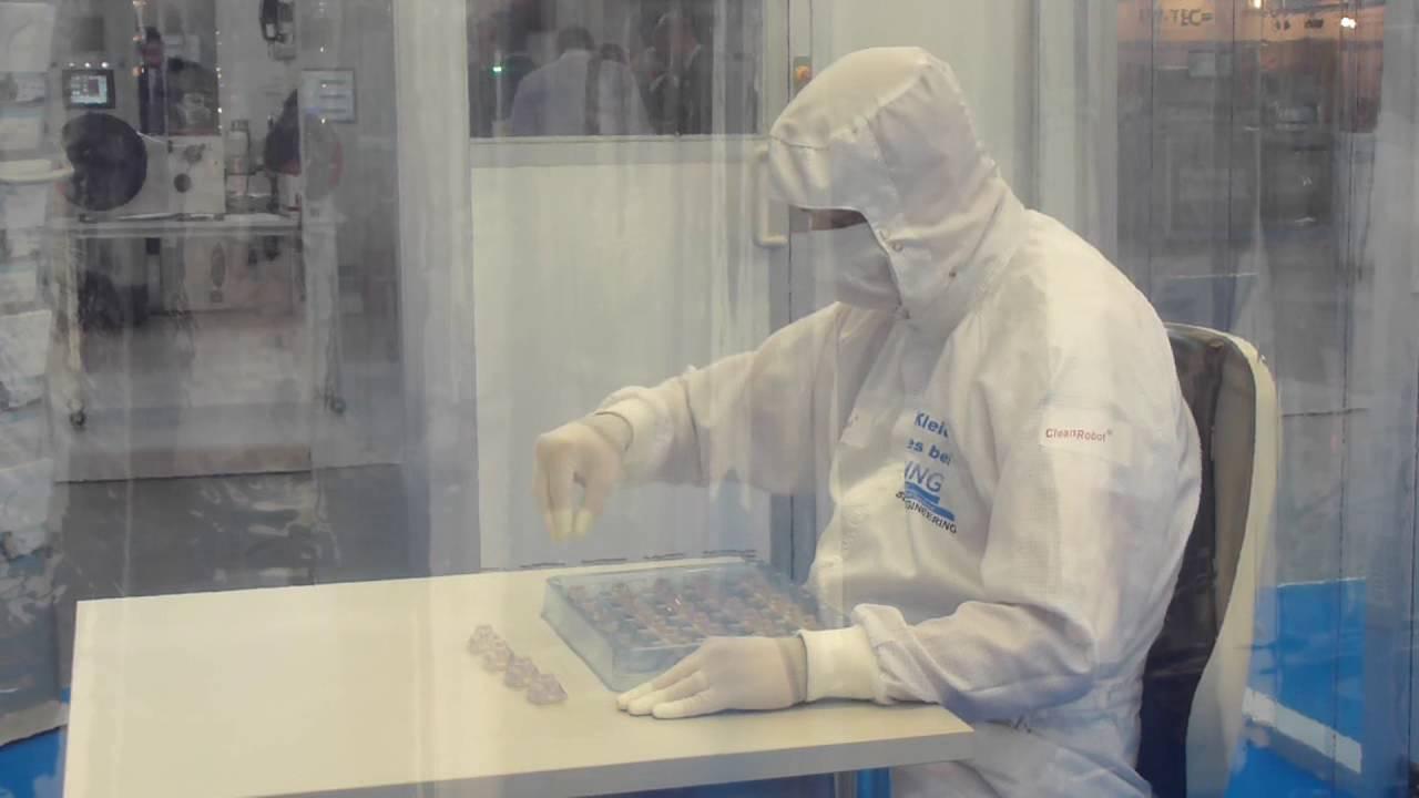 Reinraum Roboter CleanRobot®- Mensch oder Maschine? - SCHILLING ENGINEERING ®