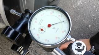 Измерение биений тормозного диска (Задний правый) 0,02мм(, 2014-11-03T20:00:26.000Z)