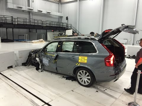 2016 Volvo XC90 Small Overlap Crash Test at IIHS (Behind the Scenes)