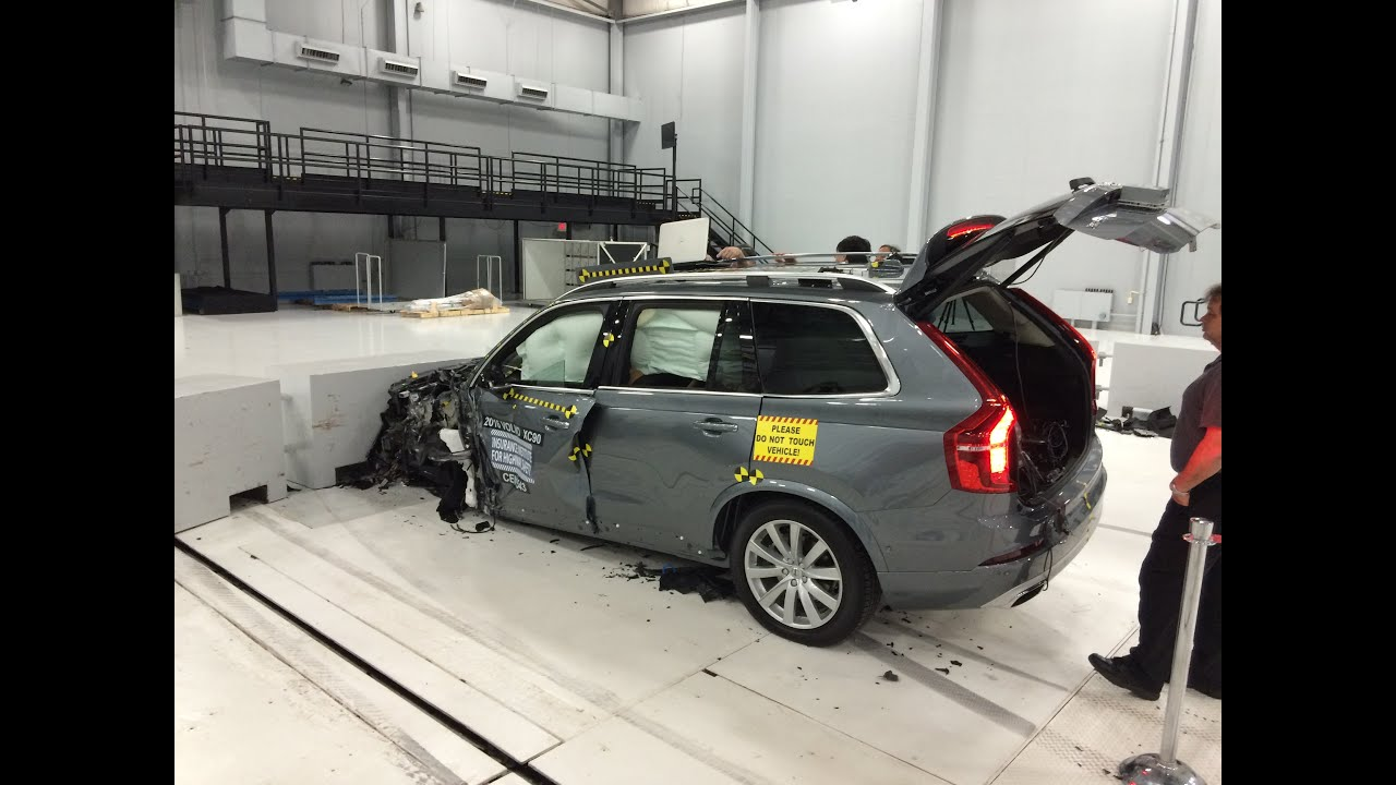 2016 Volvo XC90 Small Overlap Crash Test at IIHS (Behind ...
