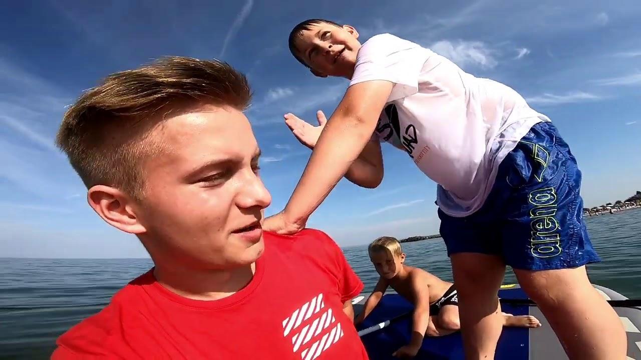 Wer zuletzt vom Schlauchboot fällt (Wer zuletzt das Meer verlässt) 🤣 Ash und Max Vlog