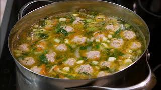 Суп с фрикадельками и вермишелью.