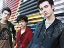Jonas Brothers- 7:05 WITH LYRICS ON THE SIDE