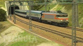 Modelleisenbahn mit SNCF Schnellzügen zwischen Paris - Dijon - Lyon in Spur H0 von Jouef