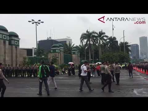 ANTARANEWS - Ojek online demo di depan DPR/MPR RI