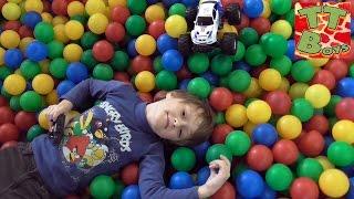 монстр трак прогулка в лабиринте с игорьком и его машинкой monster truck bmw video for kids