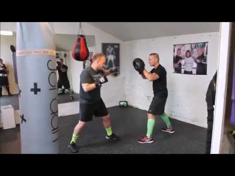Leon Holbæk - One on one boxing