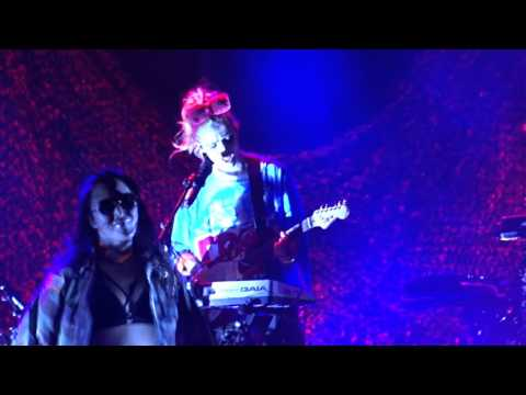 Grimes Live @Cologne Live Music Hall – 21 February 2016 - Flesh Without Blood