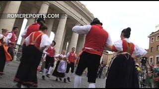Los artistas de danza a los que el Papa devolvió el tambor