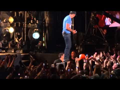Luke Bryan - Country Girl (Shake It For Me) (6/6/13)