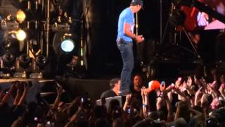 Luke Bryan - Country Girl (Shake It For Me) (6/6/13)