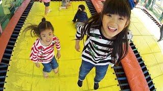 Kan & Aki 家族でこども遊園地に行ってきたよ♪ Family Fun thumbnail