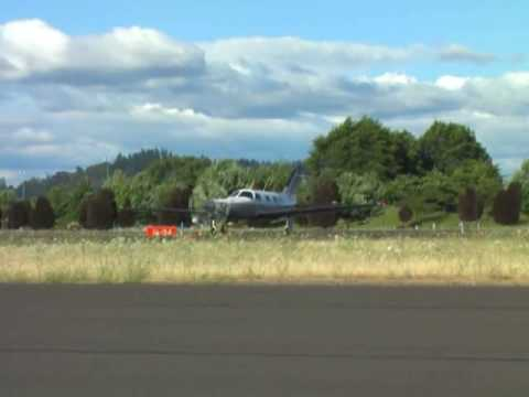 Piper Malibu lands at Albany Municipal Airport