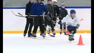 Юных елецких хоккеистов к спортивному будущему готовит тренер из областного центра