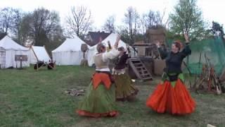 Amadahy tanzt auf dem Mittelaltermarkt in Venne
