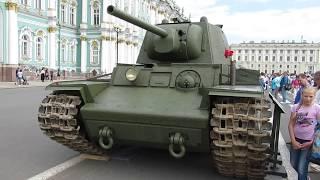 Танки на Дворцовой. Т-60, Т-70, Т-38, Т-34 и КВ-1.