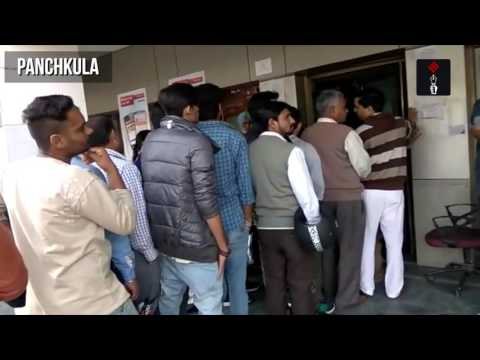 Long Queue Outside Banks & ATMs in Delhi & Panchkula on Pay Day