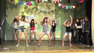 танец новогодний видео