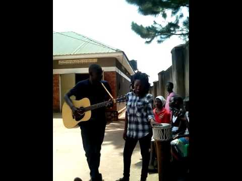 Bitone. Uganda in art we unite